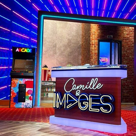 🕹CLASSIC ARCADE NEON sur @tf1 avec @camillecombal pour Camille et IMAGES !! 🔥💥 Déco custom SPRAY FIGHTER by @the_art_of_nasty👉Collection #thegameisneverover#camilleetimages #classicarcade #neolegend #80s #streetart #neonlights
